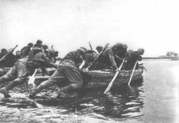 We wrześniu 1944 r. żołnierze gen. Berlinga próbowali przedostać się do lewobrzeżnej Warszawy, gdzie trwało powstanie. Zginęło ok. 250 żołnierzy, wielu dostało się do niemieckiej niewoli.
