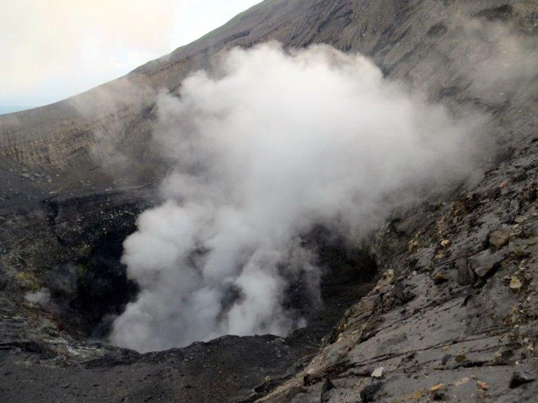Czynny wulkan Lokon-Empung w Indonezji.