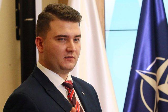Bartłomiej Misiewicz ma nową pracę – zatrudniono go w Polskiej Grupie Zbrojeniowej