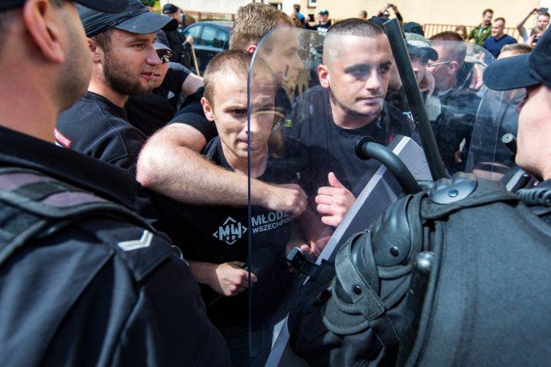 Podczas pierwszego na Podkarpaciu Marszu Równości doszło do starć z narodowcami.