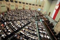 Sejm przegłosował obniżkę pensji posłów i senatorów.