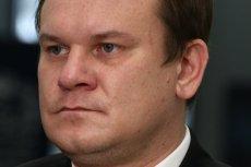 Dominik Tarczyński podczas pobytu w publicznym lokalu zapomniał chyba o zasadach dobrego wychowania.