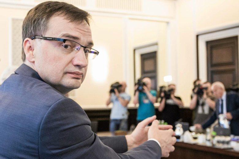 """W najnowszym numerze """"Newsweeka"""" o kulisach walki """"dobrej zmiany"""" o sądy. Minister Ziobro sparaliżował sąd, który orzekał w sprawie śmierci jego ojca."""