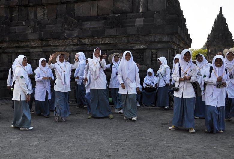 Dziewczynki z jawajskiej szkoły koranicznej na wycieczce klasowej.