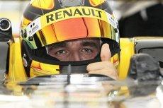 Robert Kubica wrócił do wyścigów i od razu odnosi sukcesy. Jego ekipa zajęła trzecie miejsce w pierwszej części zawodów Renault Sport Trophy.