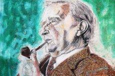 """John Ronald Reuel Tolkien, twórca """"Hobbita"""" i """"Władcy pierścieni"""" ze swoją ukochaną fajką"""