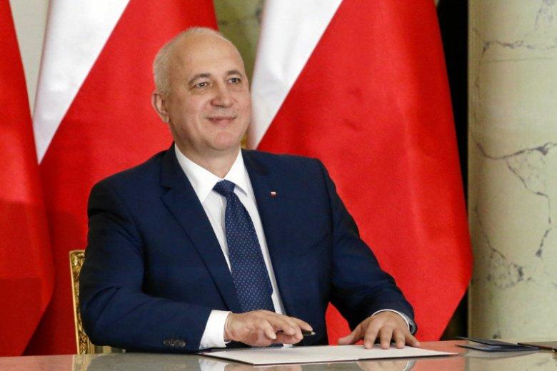 Paweł Szefernaker ma być zastępcą Joachima Brudzińskiego w MSWiA. Na zdjęciu minister spraw wewnętrznych i administracji podczas uroczystości powołania nowych członków rządu.