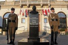 Pomnik Lecha Kaczyńskiego stał parę godzin i zniknął.