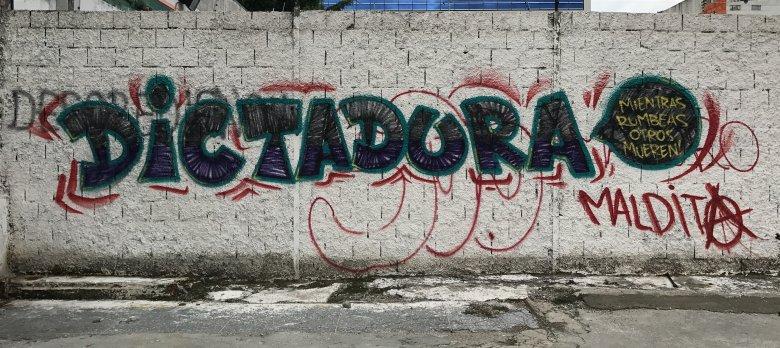 Grafiti w Caracas przeciwko prezydentowi Maduro
