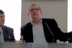 Zdzisław Pantal, szef rady miejskiej w Świebodzicach, wulgarnie zwyzywał mieszkańca miasta, który przyszedł na posiedzenie rady.