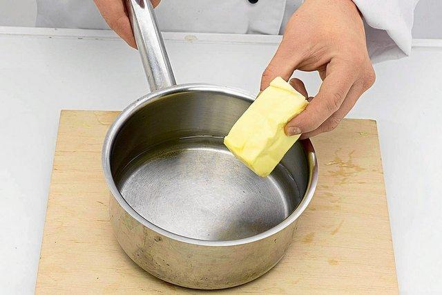 Sfałszowane masło ekstra jest trudne do rozpoznania dla zwykłego konsumenta.  Często cieszymy się, że zakupiony produkt jest miękki po wyjęciu z lodówki  czy tańszy niż 3 zł - to poszlaki, że zostaliśmy oszukani
