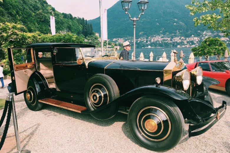 Rolls-Royce - jedyny taki ze złotymi wykończeniami.