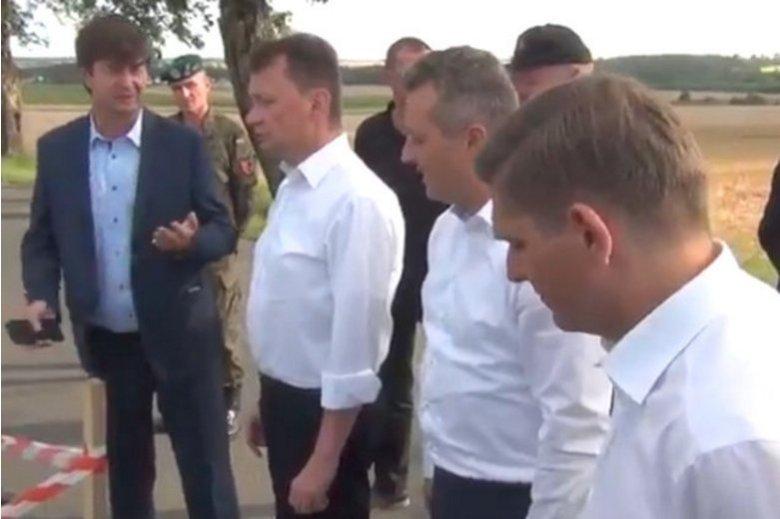 Wizyta Mariusza Błaszczaka w rejonie dotkniętym przez żywioł nie należała do udanych. Jeden z wolontariuszy nie wytrzymał. Furorę w internecie robi nagranie z Borów Tucholskich.