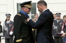 Andrzej Duda odznaczył generała dywizji Richarda J. Hayesa.