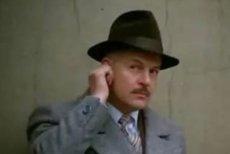 """Niezapomniany Jan Machulski w kultowym filmie """"Vabank"""", wcielający się w rolę inspirowaną postacią Cichockiego"""
