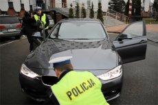Nowiutkie, tajniackie BMW 330i w rękach policji to bat na kierowców, którzy przekraczają prędkość.