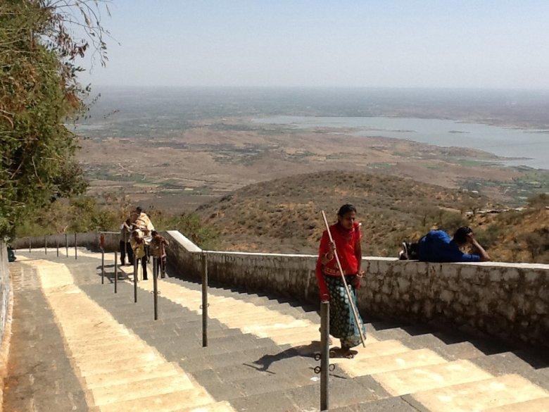 3200 schodów do świątyni dżinijskiej w Palitana, Indie