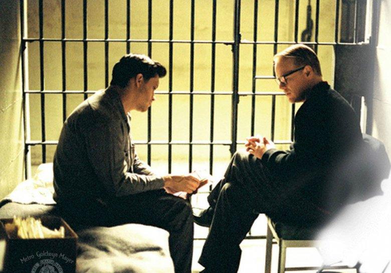 """Philip Seymour Hoffmann w filmie """"Capote"""" z 2005 roku opowiadającego o złożonej relacji pisarza z Perrym Smithem, który zamordował cztery osoby"""