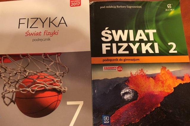 Podręcznik do 7 klasy z fizyki zawiera materiał z 1 klasy gimnazjum oraz I semestru 2 klasy.