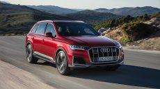 Nowe Audi Q7 to jeszcze mocniejszy, nowoczesny SUV. Zachwyca przestrzenią i możliwościami na drodze.