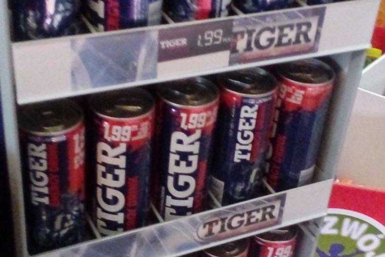 Cena napojów Black w Lewiatanie – taka sama jak cena sugerowana na puszce.