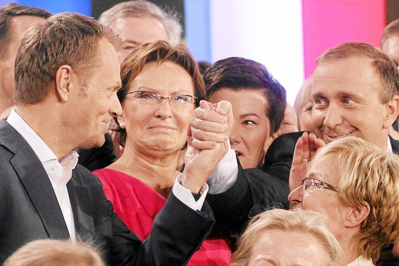 """Można przypuszczać, że znacząca poprawa notowań PO to efekt zafundowanego przez PiS """"powrotu"""" Donalda Tuska na polską scenę polityczną."""
