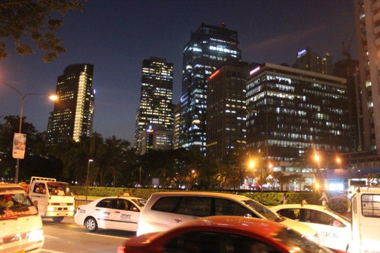 Makati - biurowa dzielnica Manili, gdzie bieganie wieczorem jest bardzo popularne.