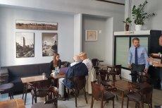 W Jaki Cafe można wypić kawy i posłuchać o wizjach Patryka Jakiego.