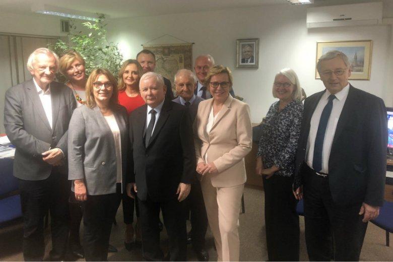 Na zdjęciu z wieczoru wyborczego PiS można było zobaczyć prezesa TVP Jacka Kurskiego.