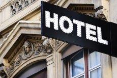 W [url=http://www.shutterstock.com/pl/pic-113127745/stock-photo-illuminated-urban-hotel-sign.html?src=GHIPzUrSaPBVhhgHwje3Cg-1-19]hotelu[/url] zapominamy o rozumie i kulturze osobistej?