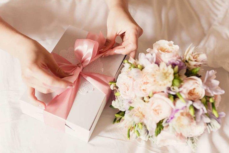Jak zapakować pieniądze na prezent ślubny?
