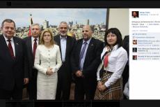 Omar Faris wrzucił na swój profil zdjęcie z wizyty polskiej delegacji, podczas której fotografowali się także z premierem Autonomii.