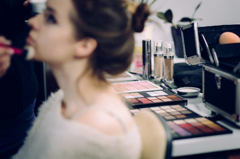 Czy makijaż z pokazów mody ma sens dla zwykłych kobiet?