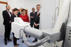 Beata Szydło i Sabina Bigos-Jaworowska podczas uroczystego otwarcia nowej pracowni rezonansu magnetycznego w Szpitalu Powiatowym im. św. Maksymiliana w Oświęcimiu