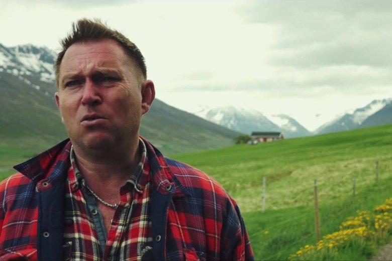 Gregor mieszka w Islandii 21 lat. Jest szefem kuchni i prowadzi własną restaurację