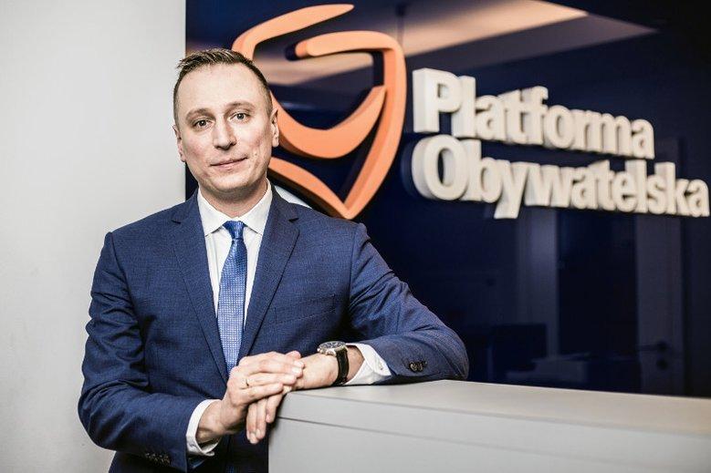 Krzysztof Brejza odkrył ważny szczegół ws. relacji Marka Falenty z PiS.