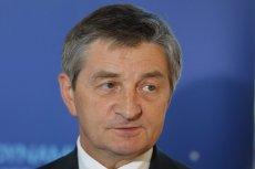 Marszałek Kuchciński deklaruje wpłatę na cele charytatywne za przeloty jego rodziny rządowym samolotem. Realny koszt takiego przelotu jest bardzo wysoki.