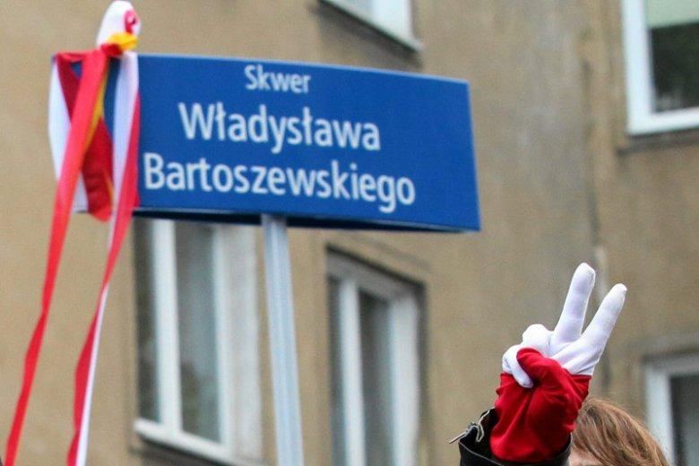Na zdjęciu – uroczystość nadania nazwy Skweru Władysława Bartoszewskiego w Warszawie. W Krapkowicach na podobną uroczystość na razie raczej się nie zanosi.