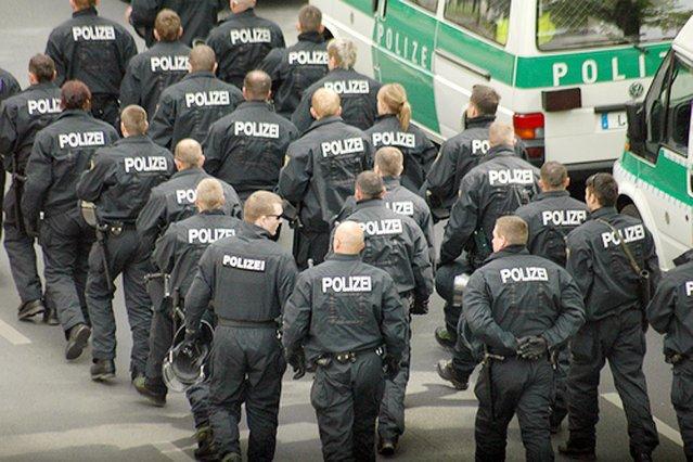 Czy niemiecka policja przegapiła masowy atak muzułmańskich gwałcicieli i złodziei we Frankfurcie nad Menem? Nie. Historię o tych wydarzeniach wyssano z palca.