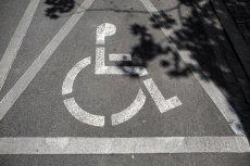 Dlaczego pełnosprawni Polacy tak chętnie parkują na miejscach dla osób z niepełnosprawnością?