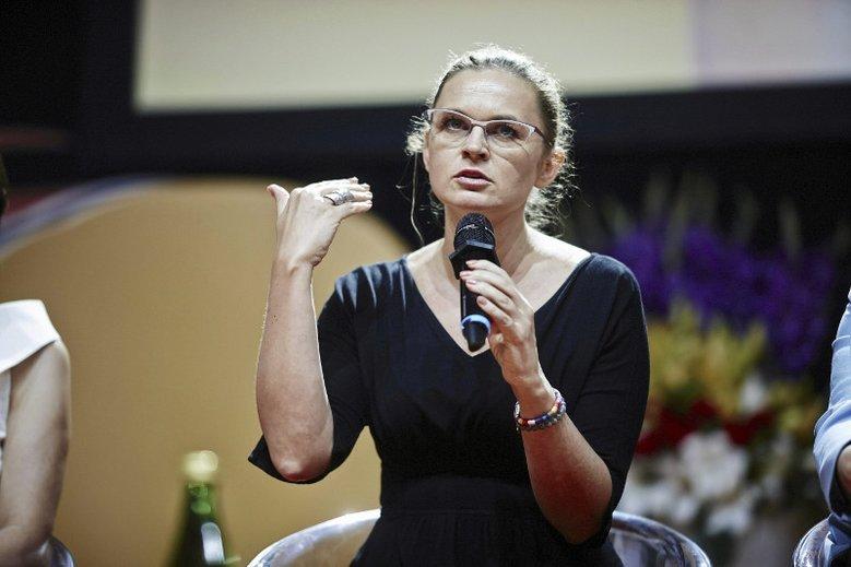 Barbara Nowacka ma już dość arogancji Episkopatu i postuluje rozdział państwa od Kościoła.