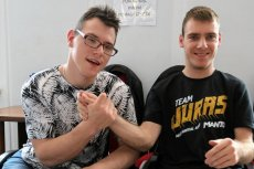 Adrian Glinka i Jakub Hartwich wystartują w wyborach samorządowych.
