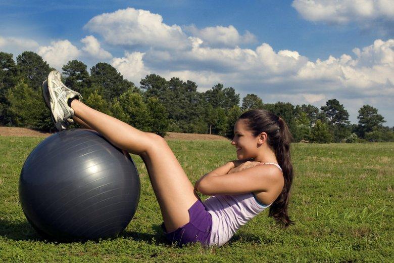 Ćwiczenia fizyczne to również trening silnej woli. Zdaniem niektórych naukowców w ten sposób stajemy się odporniejsi, zarówno na stres fizyczny, jak i psychiczny
