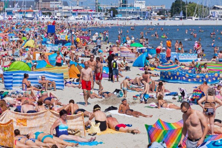 Parawaning przeszkadza w ruchu i sportowych aktywnościach na plaży, utrudnia ratownikom pracę i marnotrawi przestrzeń. Przede wszystkim jednak utrudnia poznawanie nowych ludzi