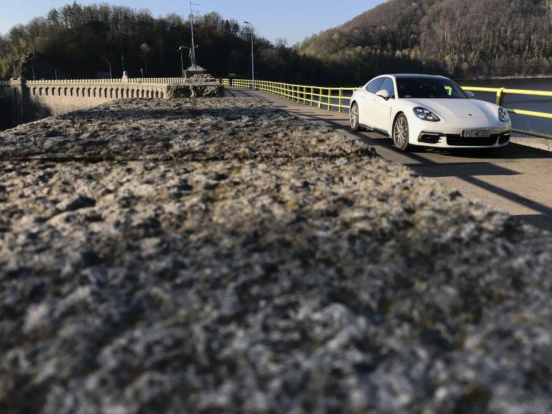 Porsche Panamera 4 na tamie w Pilchowicach nieopodal Jeleniej Góry.