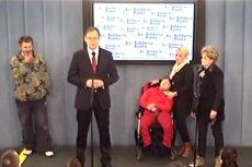 Poseł Mularczyk przy okazji protestu niepełnosprawnych domagał się głowy ministra pracy i polityki społecznej. 4 lata temu.