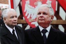 Zdjęcie braci Kaczyńskich w Zamku Królewskim wywołało dyskusję