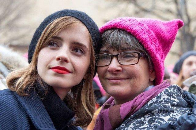 Watson jest feministką, tu na zdjęciu z mamą podczas Marszu Kobiet w Waszyngtonie.