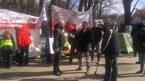 Andrzej Miszk tuż po rozpoczęciu głodówki udziela wywiadu dla TVP Info
