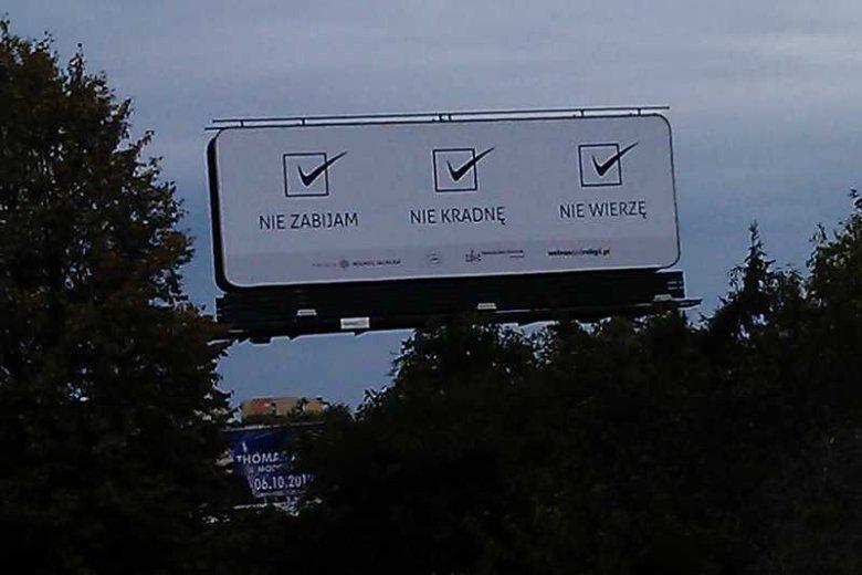 """""""Nie zabijam, nie kradnę, nie wierzę..."""" billboard w Lublinie, informujący, że ateiści nie są złymi ludźmi"""